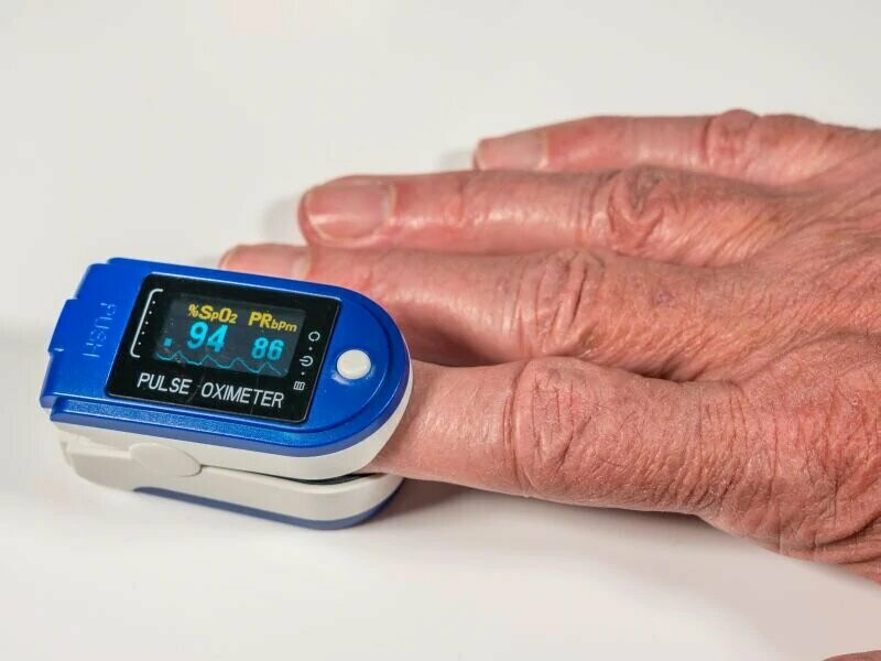 Finger Pulse Oximeter white - FDA Approved