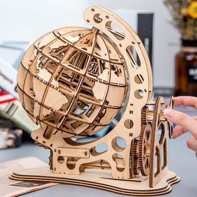 Деревянный механический глобус