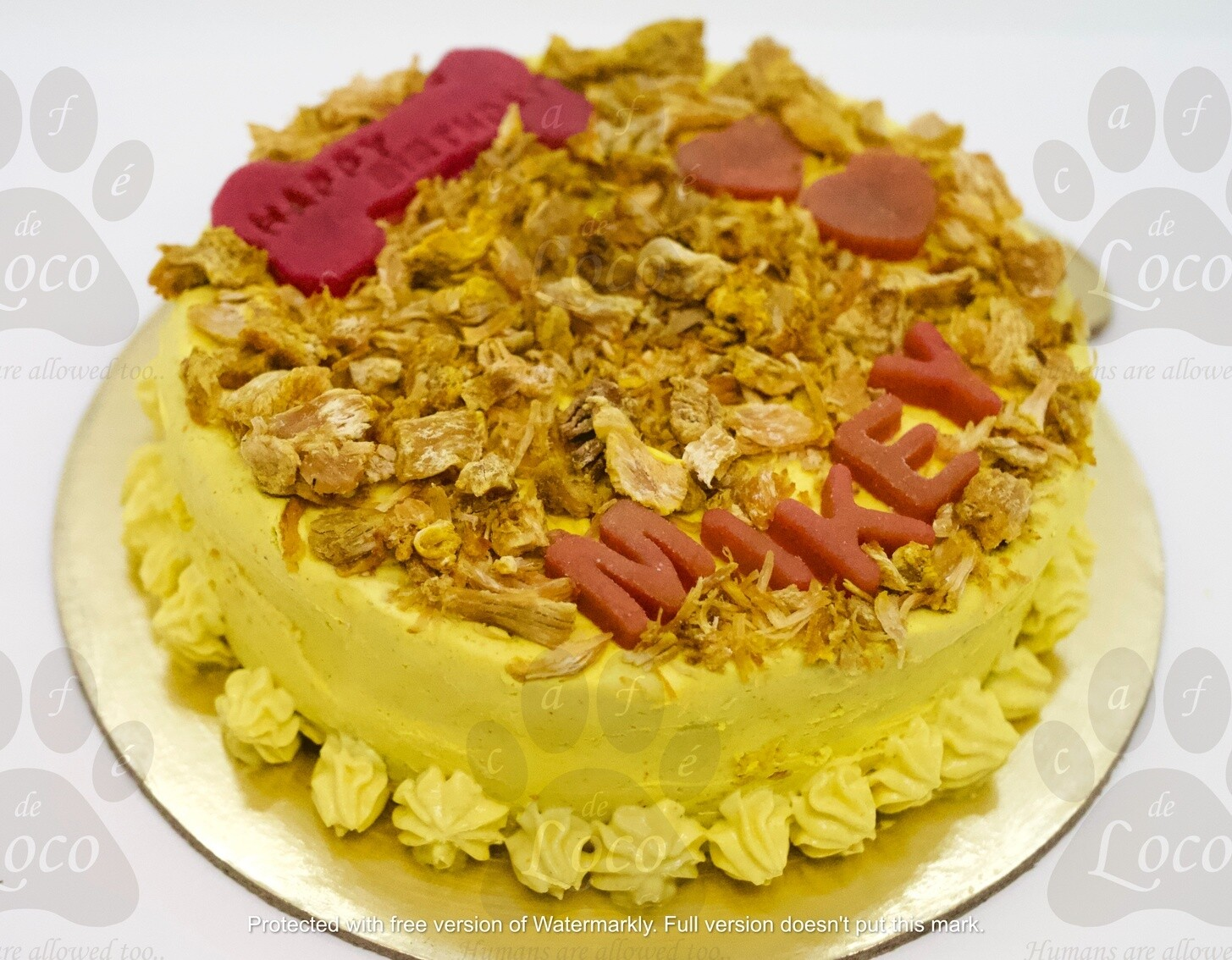 Icing cake with top decoration