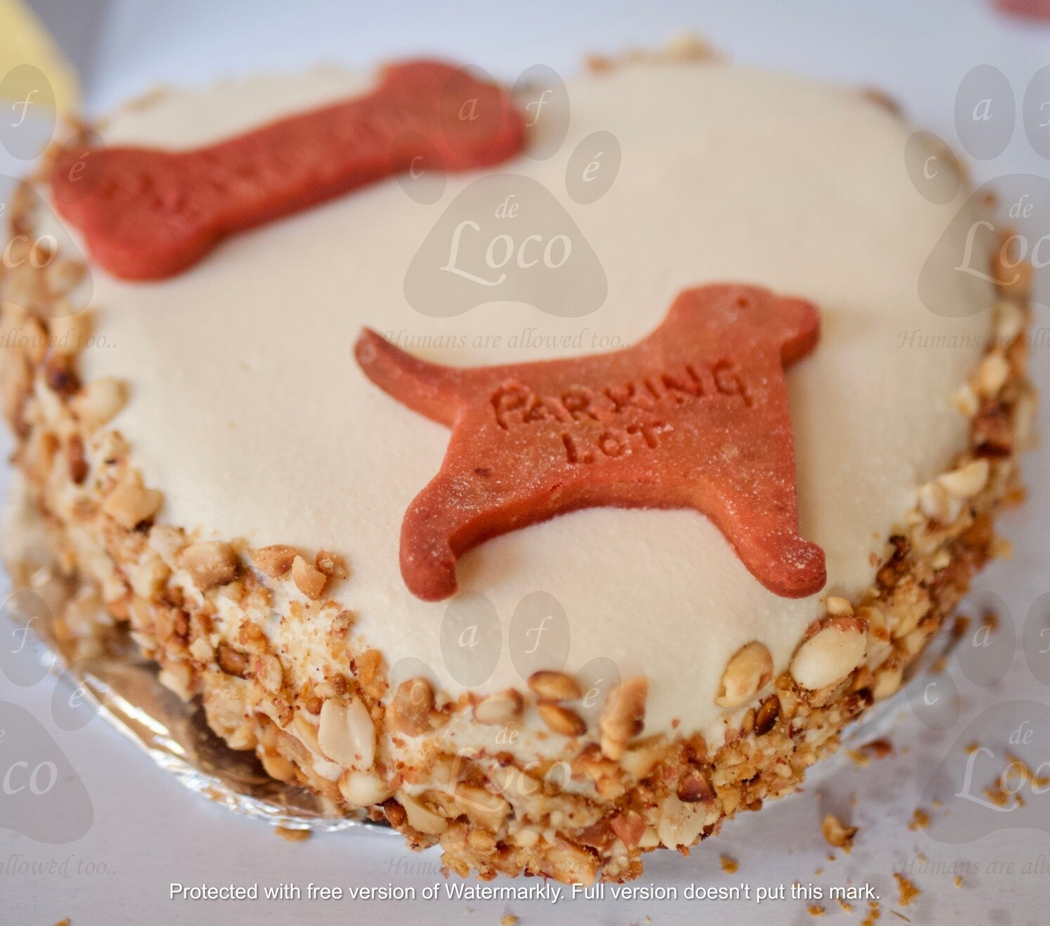 Icing heart with side decoration