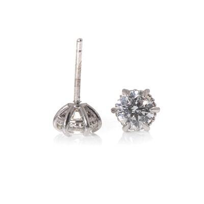 Round Brilliant-cut Diamond Studs