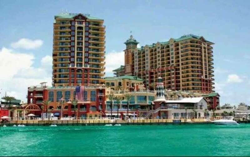 7 NIGHT NOVEMBER DESTIN, FL CONDO FOR 8, Wyndham Emerald Grande Resort-11/8/20-11/15/20