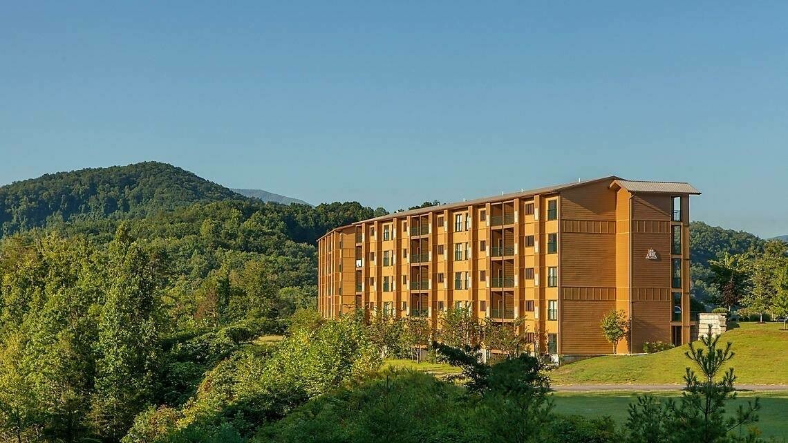 2 NIGHT OCTOBER WEEKEND GATLINBURG, TN STANDARD VILLA FOR 4, Bluegreen's MountainLoft Resort- 10/16/20-10/18/20