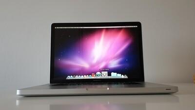 PRIMO MacBook Pro presentato da Steve Jobs - tutto perfetto