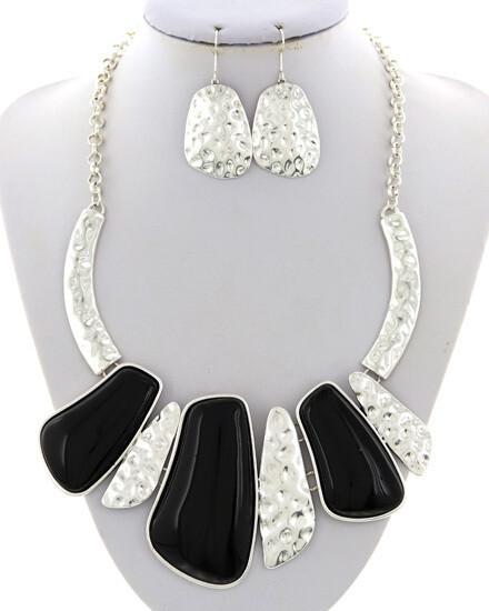 Hammered Acrylic Graduating Necklace & Earring Set