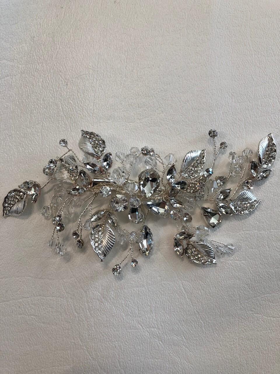 Beautiful Silver Wired Crystal Rhinestone Flower Clip
