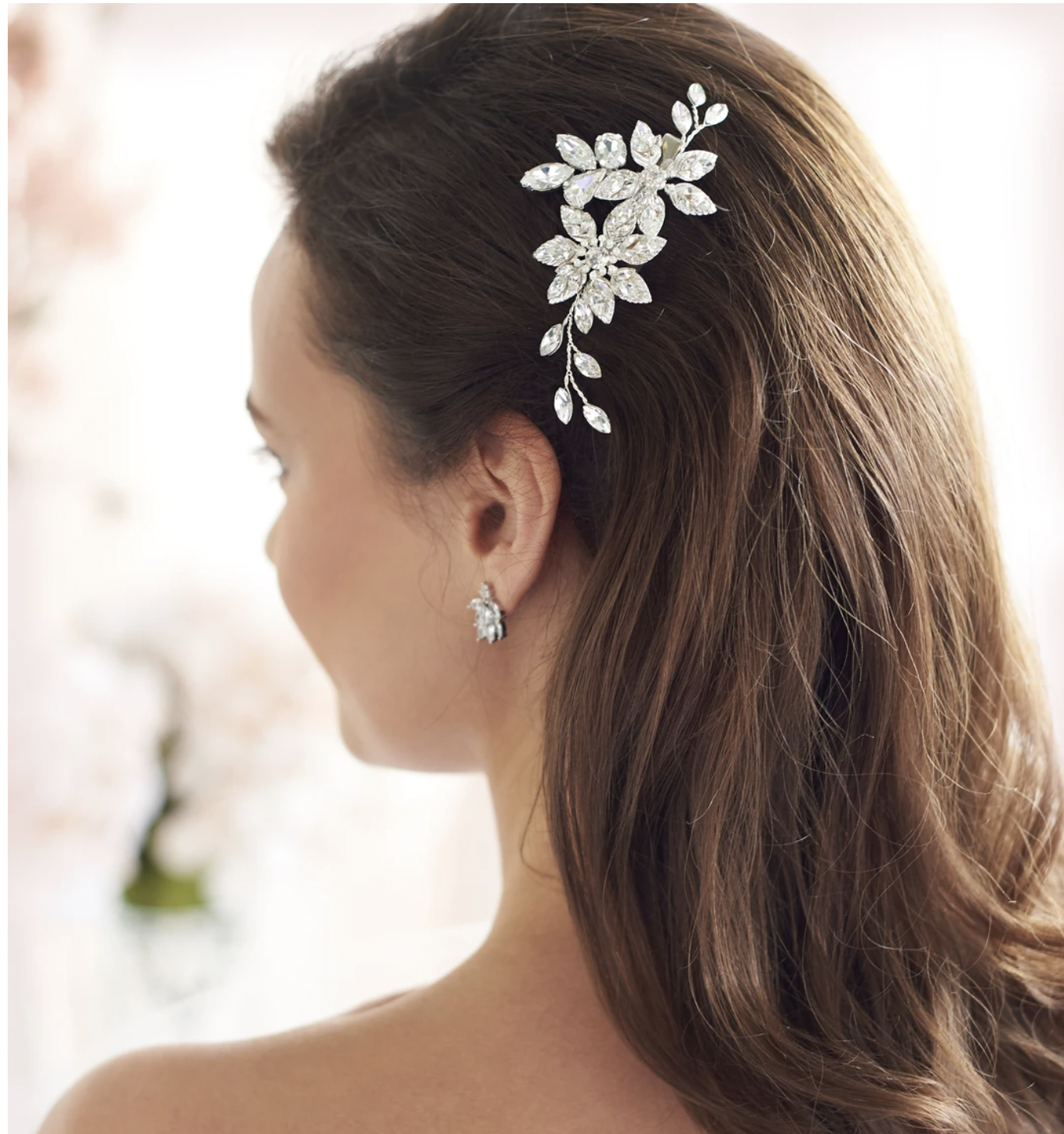 Floral Pearl Center Crystal Hair Clip