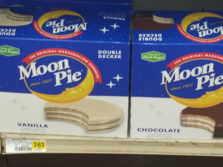 Cash Saver: Moon Pie Double Decker (Vanilla, Chocolate)