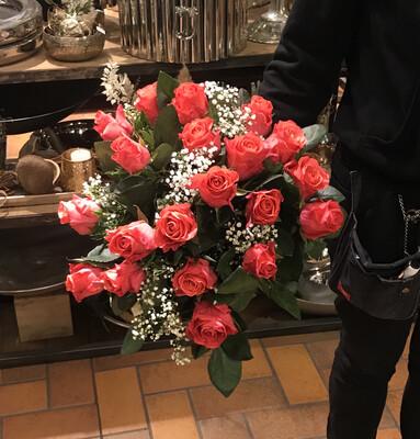 Rosenstrauß aus 20 kurzen Rosen 042