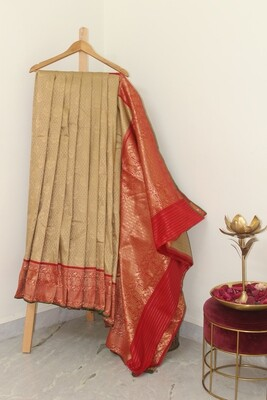 Pure Handloom Banarasi Kanchi Silk Golden Saree with all over buti