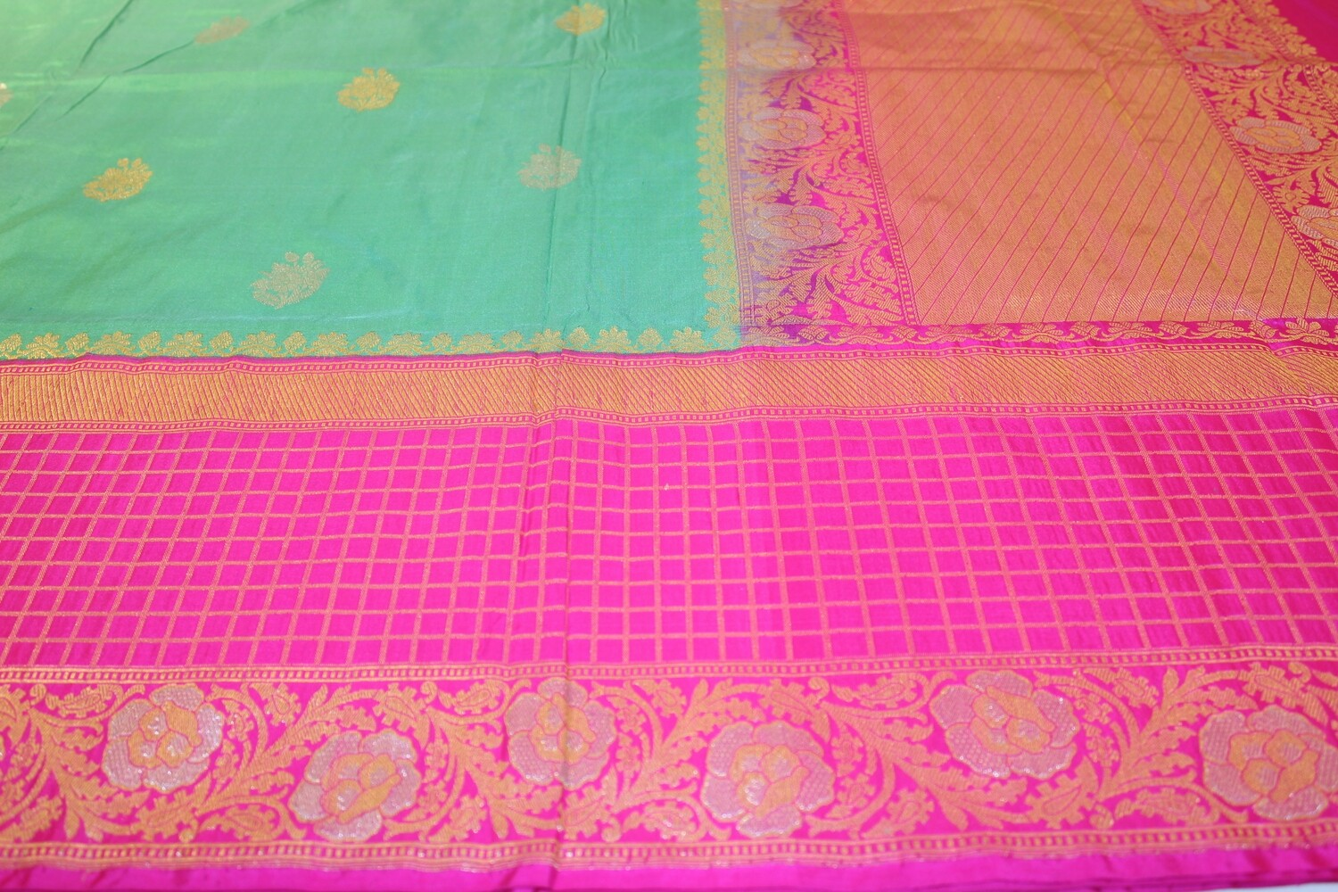 Handloom Green Pure Silk Kadhua Saree with Kadiyal Pink Border