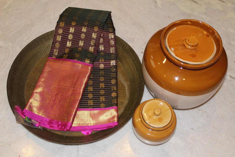Pure Kanjivaram Kuttu Saree with all over Buti and Rich Traditional Zari border and Pink Pallu