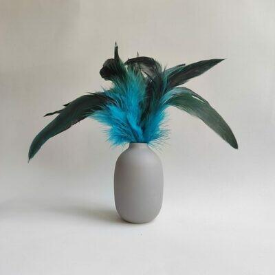 Перья петуха голубые двухцветные 10 - 15 см. 20 шт.