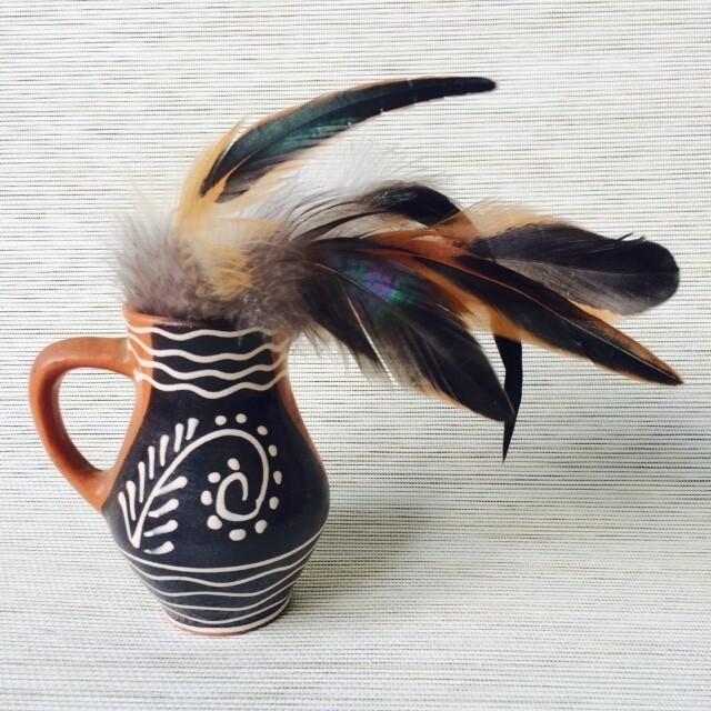 Перья петуха естественные двухцветные 10 - 15 см. 20 шт.