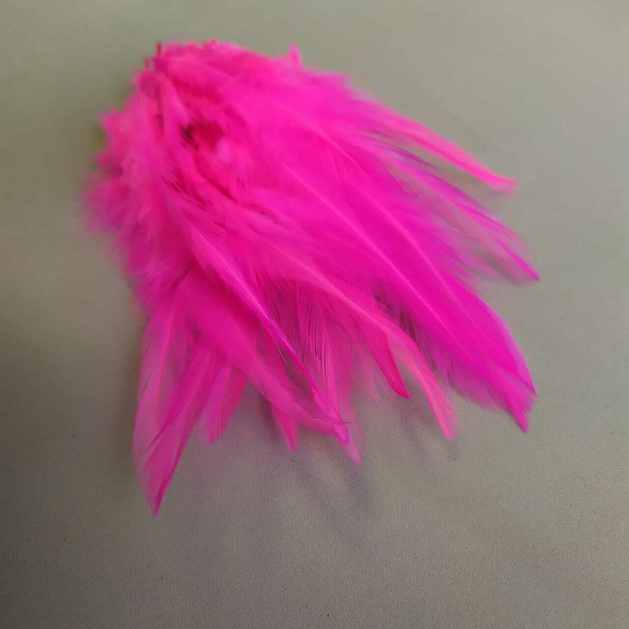 Перья петуха ярко-розовый 10 - 15 см. 20 шт.