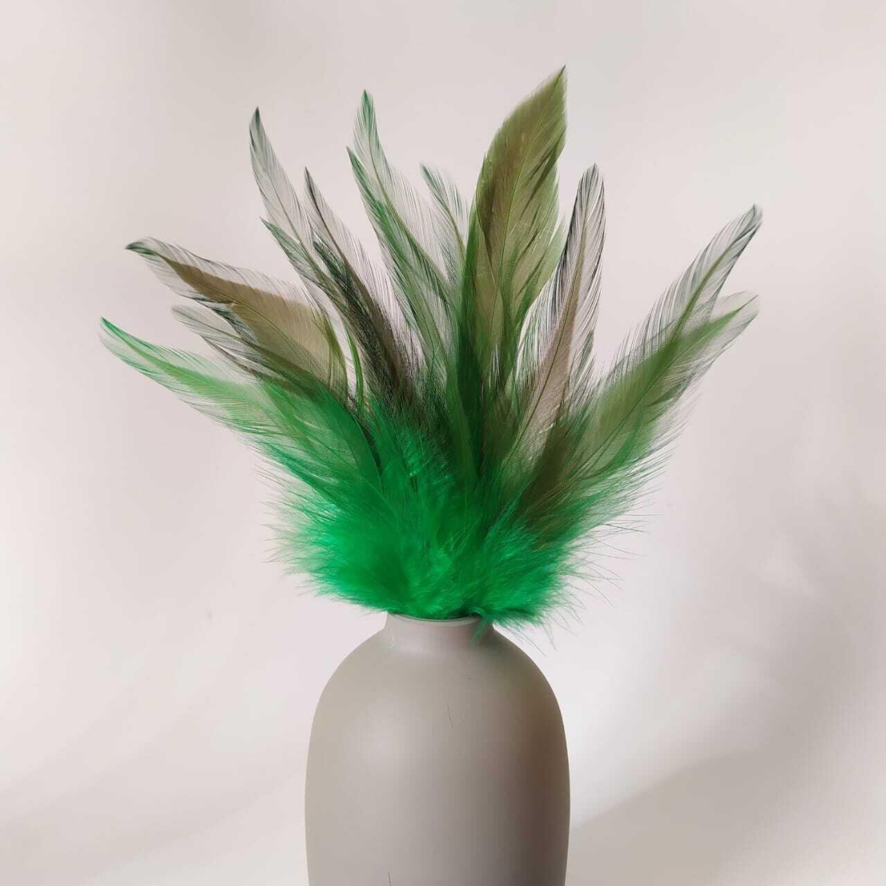 Перья петуха зеленые с отливом 10 - 15 см. 20 шт.