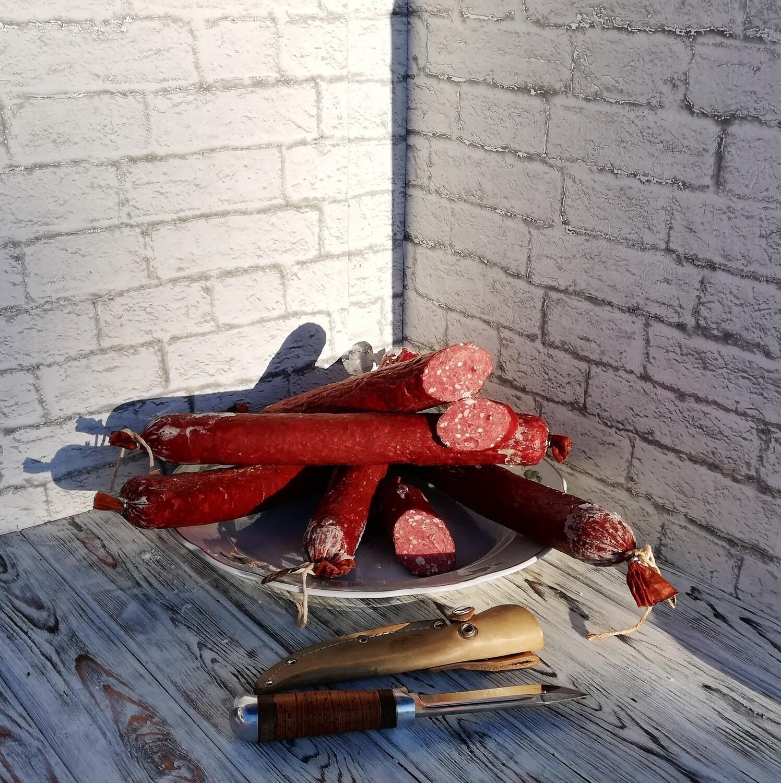 """Колбаса - """"Сервелат фермерский"""" из домашнего мяса, стоимость за 1 палку- 0,5 кг."""