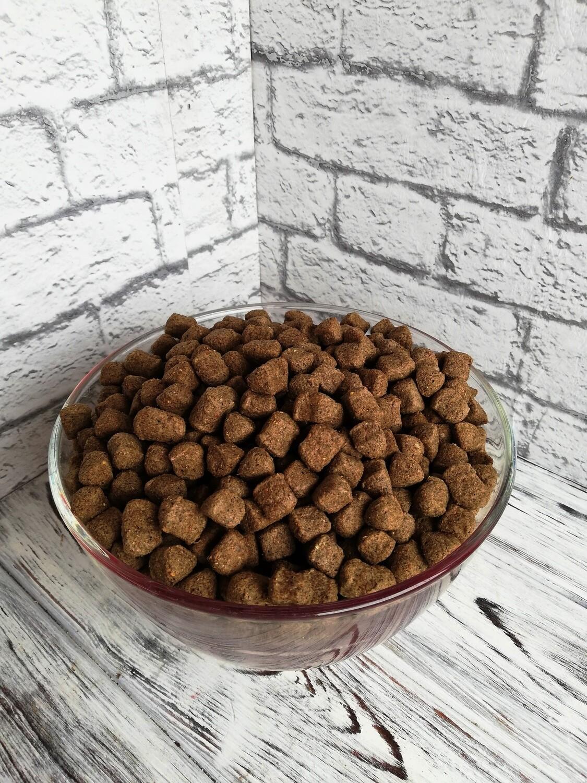 """Полнорационный сбалансированный сухой корм для взрослых собак средних и крупных пород """"ПРЕМИУМ"""", стоимость за 1 кг."""