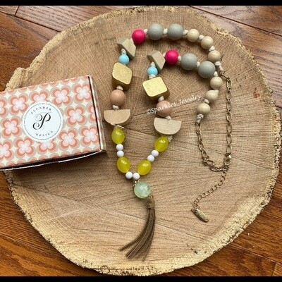Plunder Daisy Necklace