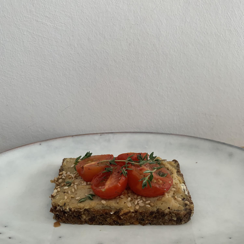 Smörrebröd - Hummus/Tomaten