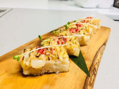 Tobiko Hotate Oshi Sushi