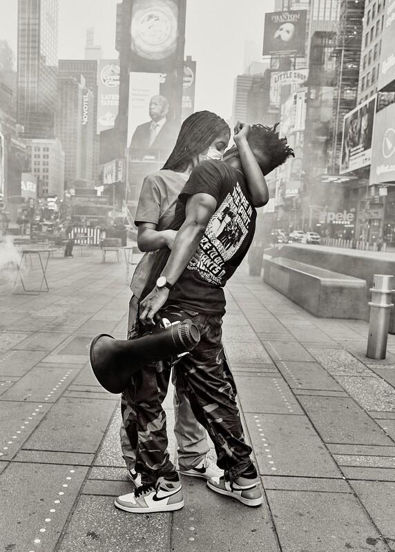 The Modern Kiss 19x13