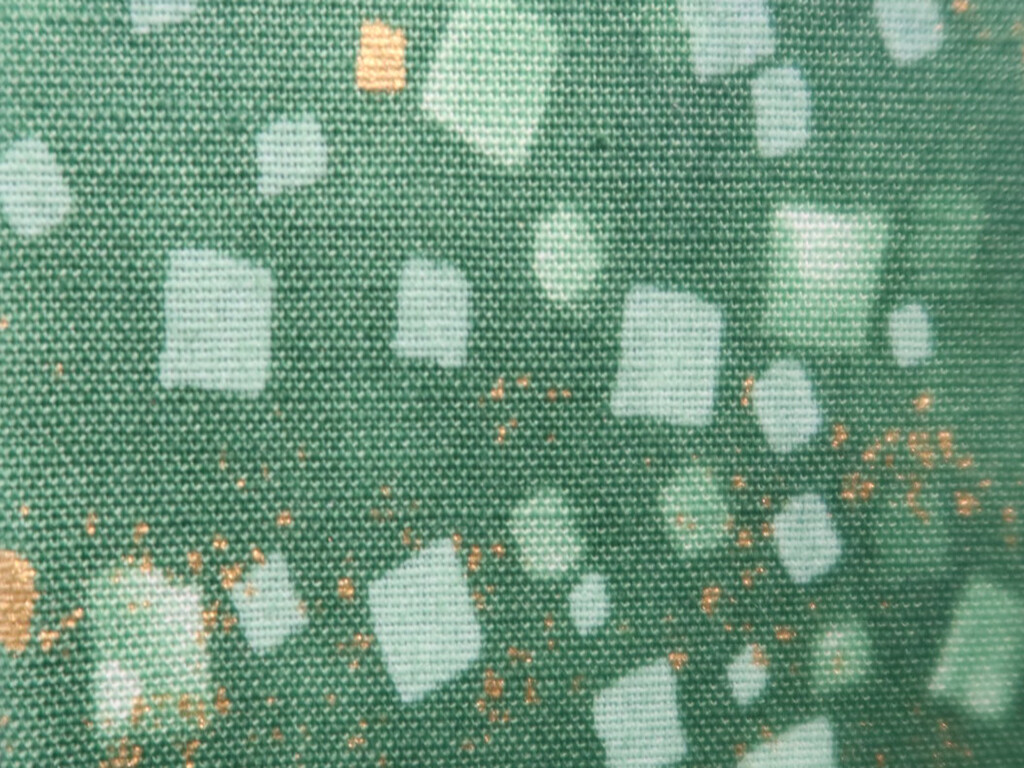 Green confetti n' gold flake