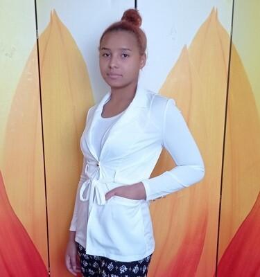 Женский белый пиджак с поясом