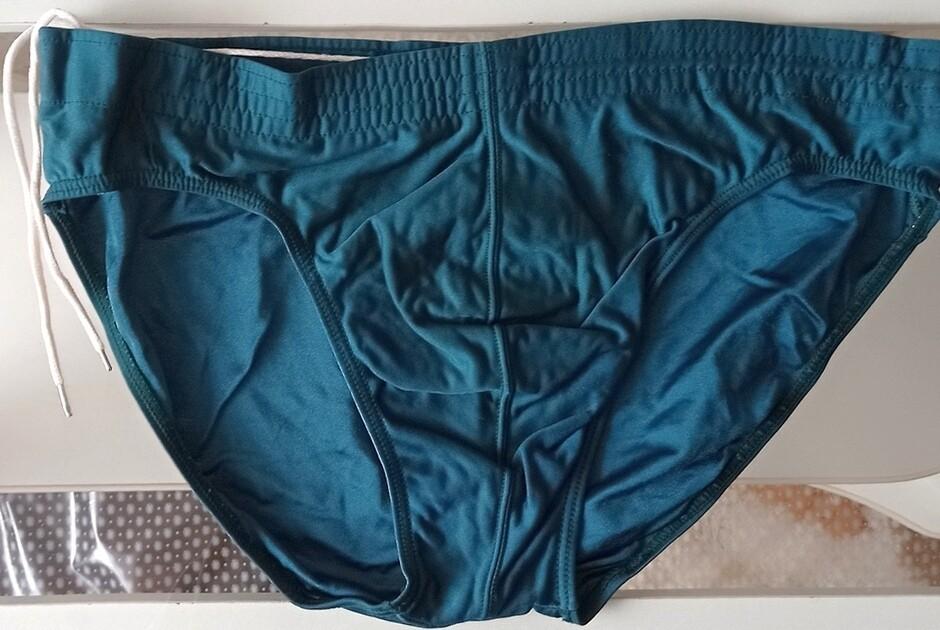 Мужские плавки зелёные со шнуровкой внутри