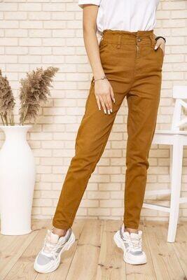 Женские джинсы МОМ с резинкой на талии коричневого цвета