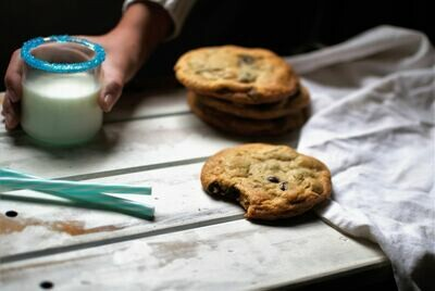 Homemade chocolate chip cookies, pack of 4