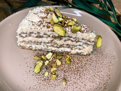 Вафельний торт з  авторським кремом від шефа та фісташками 150 г