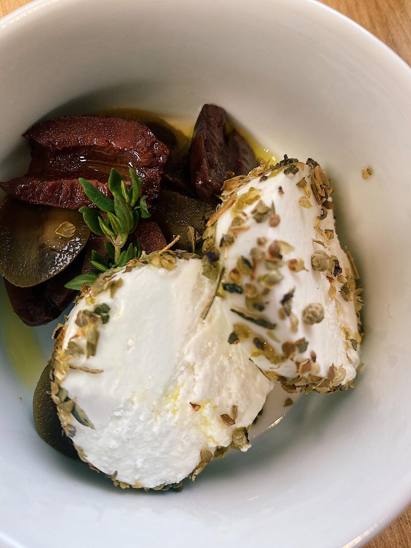 Козій сир з міксом олив та прянощей 150 г