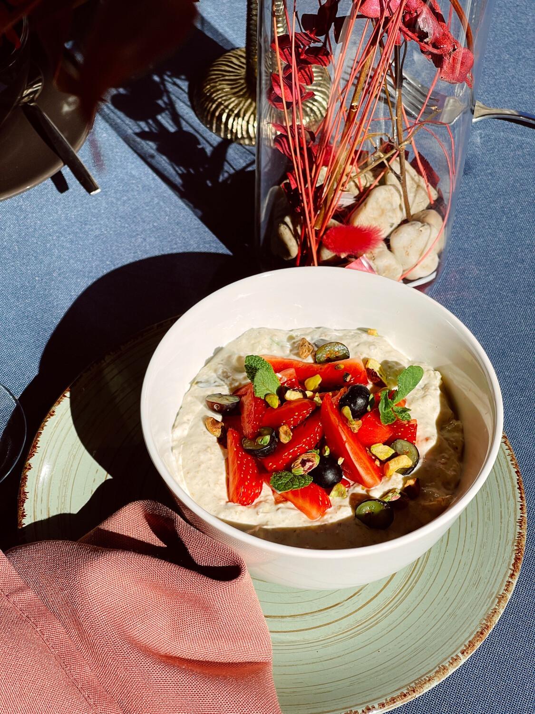 Бірхер мюслі з сезонними ягодами
