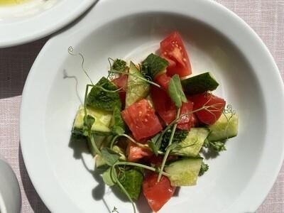 Салат з фермерських овочів