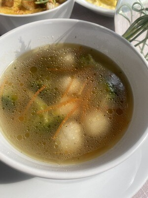 Легкий овочевий суп з вершковими фрикадельками