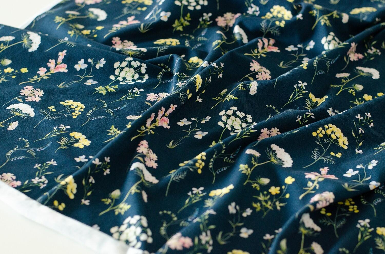 Кулирная гладь с лайкрой Луговые цветы на чернильном (диджитал)