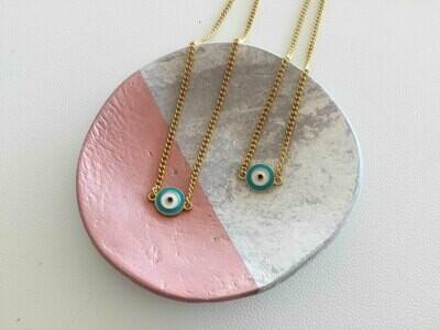 Short necklace evil eye pendant