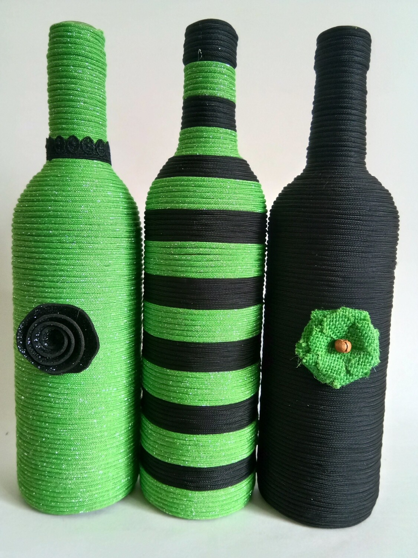 3 Musketeer bottle vase set