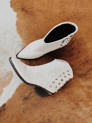 Women Marc Fisher 5.5 Boot White Studs