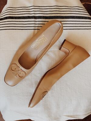 Women Ferragamo 7.5 Loafer Heel Nude
