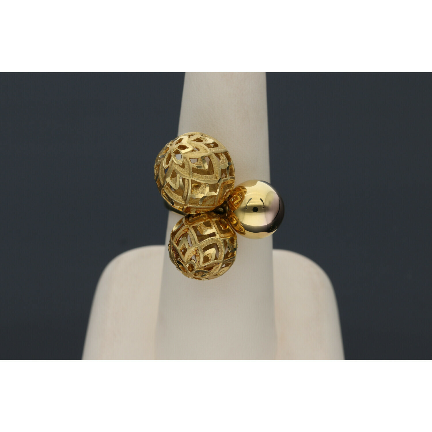 14 Karat Gold Three balls Ring W: 8.6