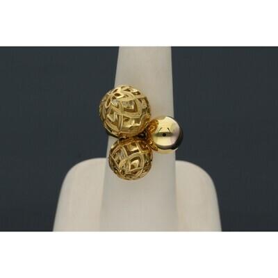 14 Karat Gold Three balls Ring W: 8.6