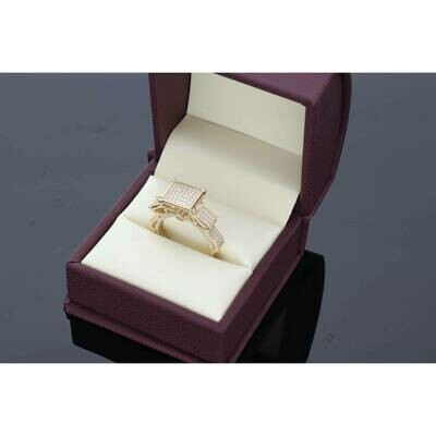 14 karat Gold & Cz Square 3 Princess Ring Size 7 W: 5.2