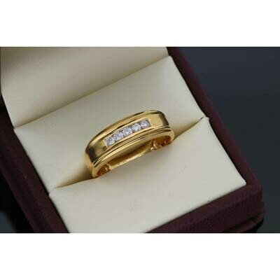 14 Karat Gold & 0.25 Ctw Diamond Mens 5-Stone CH Set Band Ring S: 10 W: 5.0 ~