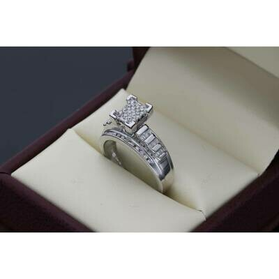 10 Karat Gold & 0.50 Ctw Diamond Cinderella Ring S: 7 W: 4.7 ~