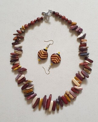 Mookaite chip necklace 50cm with hand glazed ceramic earrings