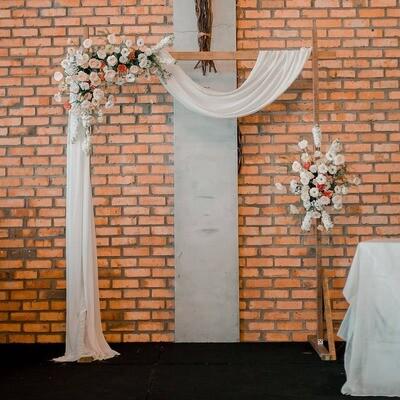 Wedding Arch + Welcome Sign Florals Workshop