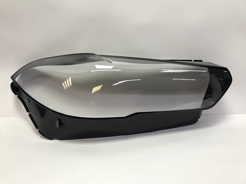 Правое стекло фары на BMW X5 G05 (2019-2020)