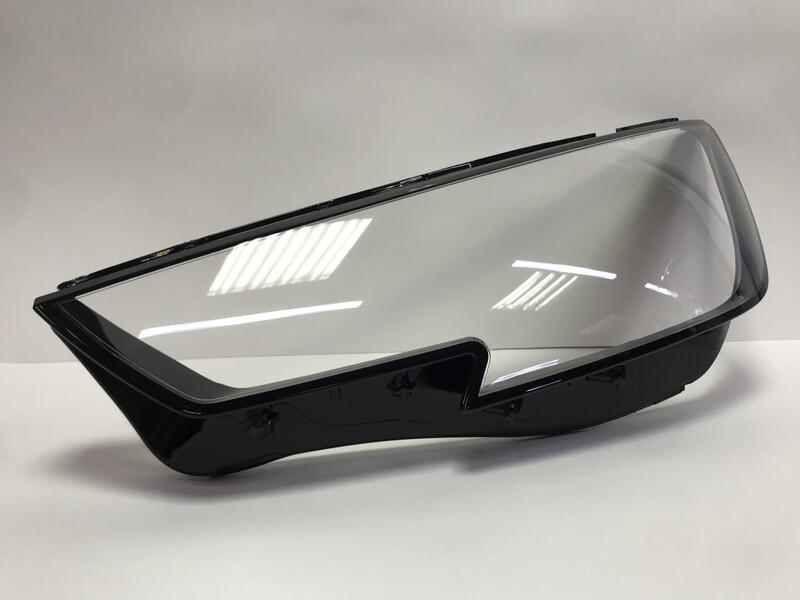 Левое стекло фары на AUDI A4 B9 (2015-2018)